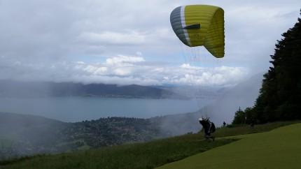 Etienne au déco de Planfait. Apprendre au dessus du lac d Annecy c est pas dégueu.
